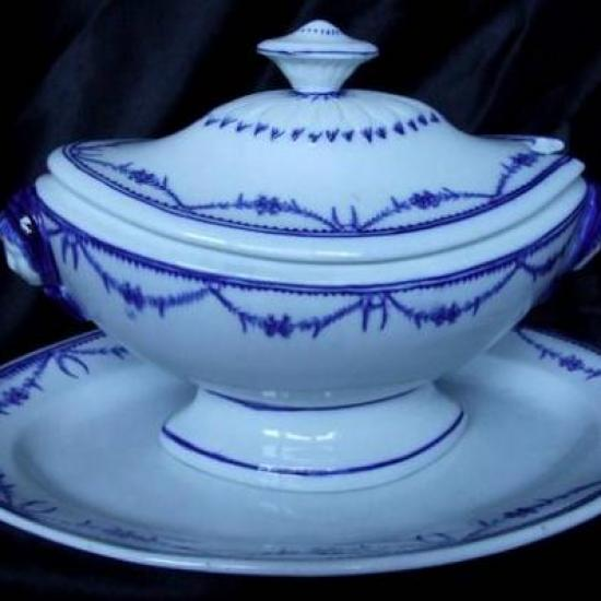 Pièce de forme porcelain de de Tournai